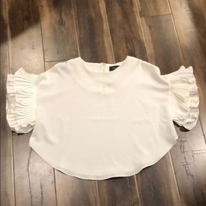 White scoop neck semi-cropped ruffle sleeve top.
